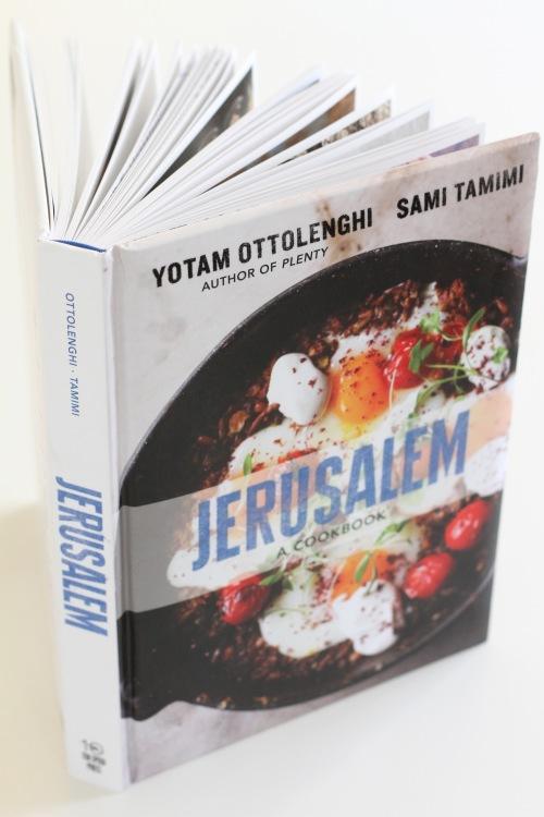 Jerusalem on tarkoitettu kovaan käyttöön keittiössä: kannet on muovitettu.