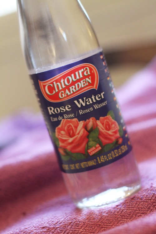 Ruusuvettä löydät etnisistä ruokakaupoista.
