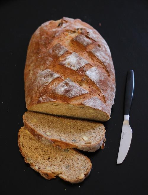 Tulipas siitä taas muhkea! Jos leivot taikinasta yhden leivän, varaudu ihmettelemään.