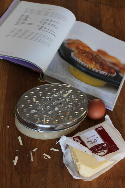 Cheddar-juusto sopii näihin muffineihin erittäin hyvin.