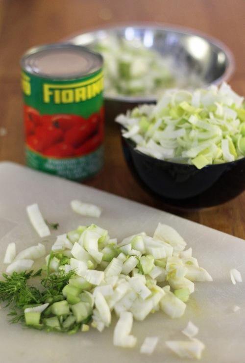 Ensin silputaan: purjo, salotit ja fenkoli.