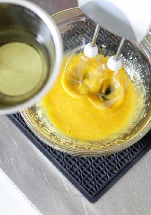 Sitten vielä öljy ja mausteeksi sitruunaa.