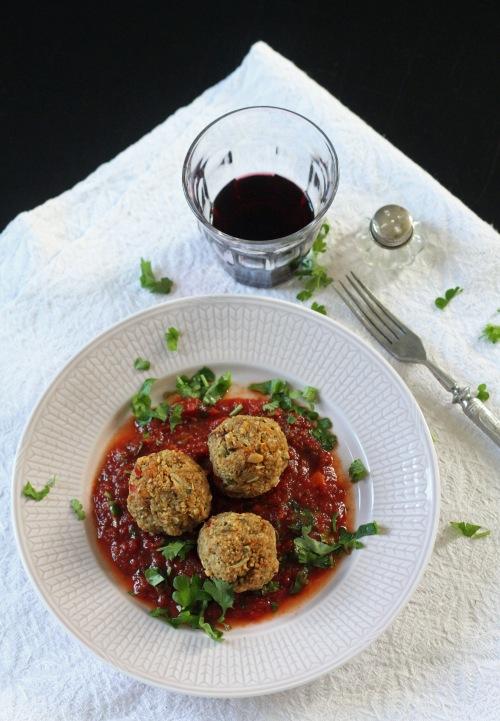 Tarjoa fenkolipullia alkupalana tomaattikastikkeen kanssa.